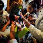 La comunidad se alborotó e hizo sus muñecas